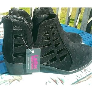 Nwt Women's Black Ankle Booties Size 7